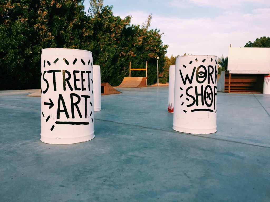 Streetart workshop barrels in El Gouna